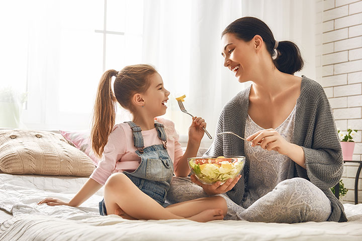 mother-and-daughter-eating-salad-image
